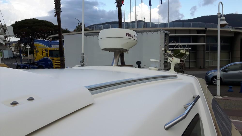 Louer Bateau à moteur avec ou sans skipper Jeanneau à Cavalaire-sur-Mer