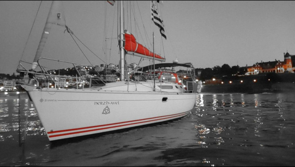 Sailboat for rent Port Navalo at the best price