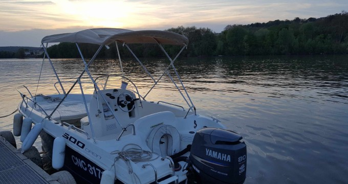 Motor boat for rent Vaux-sur-Seine at the best price