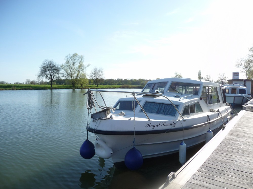 Houseboat for rent Pont-de-Vaux at the best price
