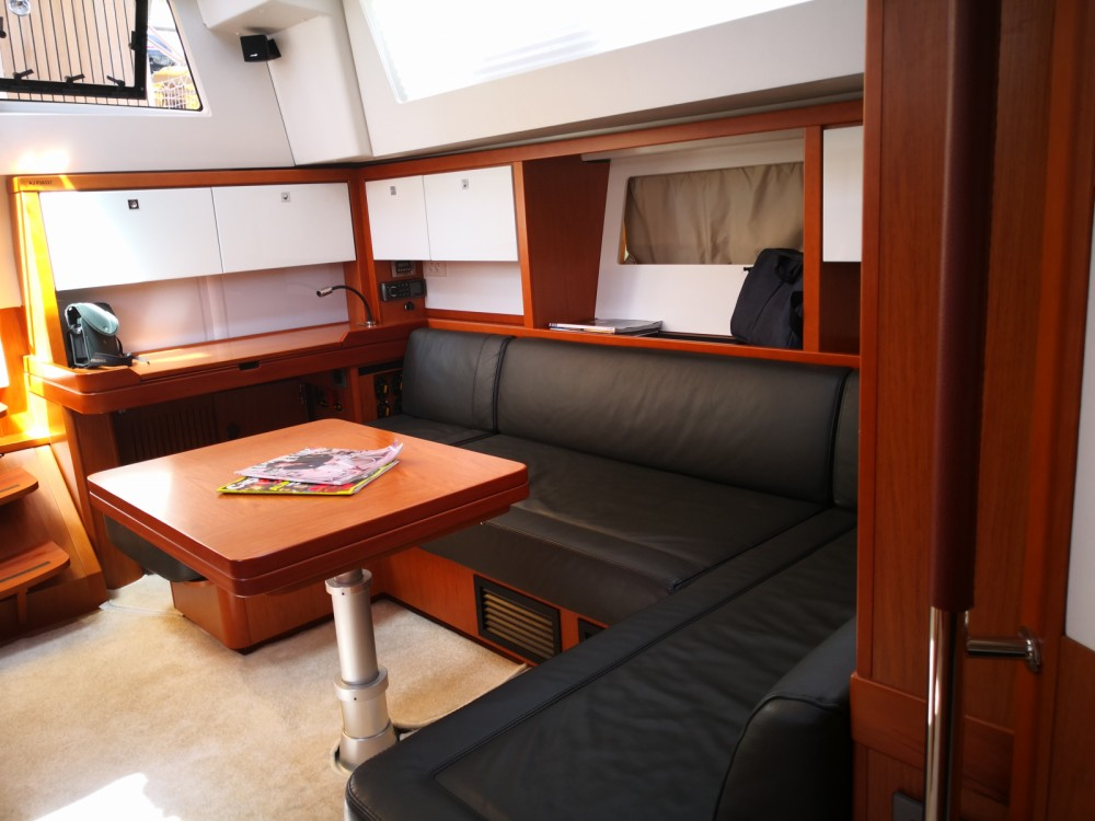 Location yacht à Sari-Solenzara - Bénéteau Sense 55 sur SamBoat