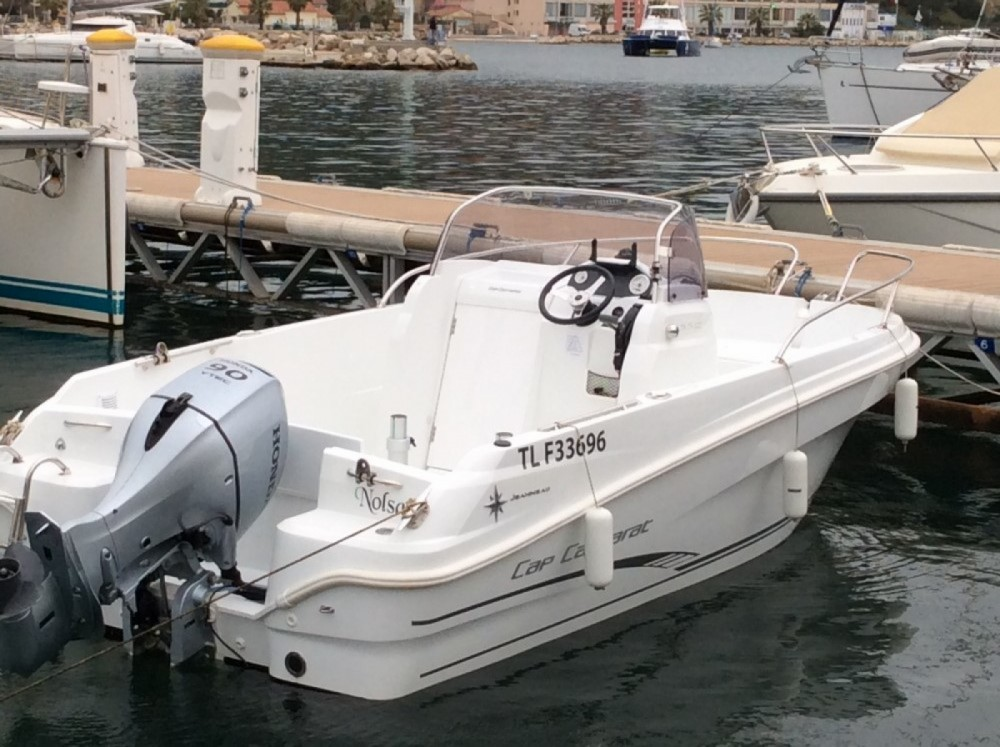 Boat rental Jeanneau Cap Camarat 5.5 CC in Saint-Mandrier-sur-Mer on Samboat
