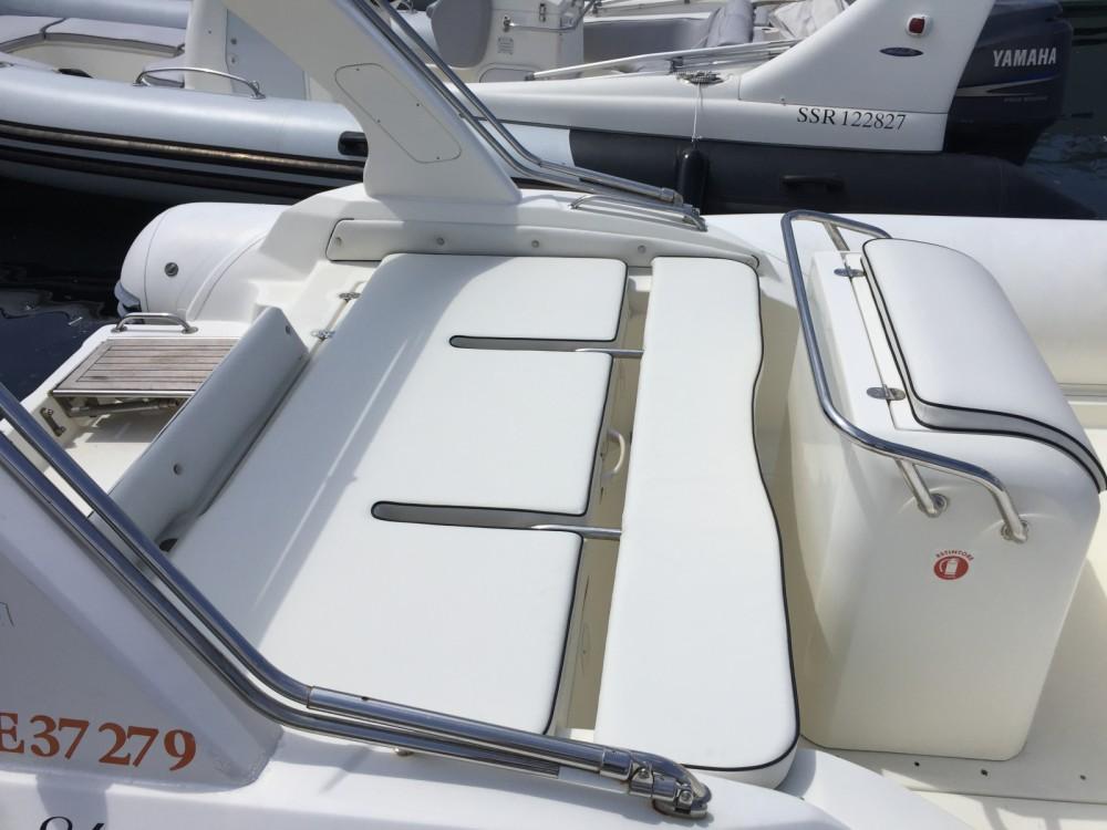 Louez un Nuova Jolly Blackfin à Marseille