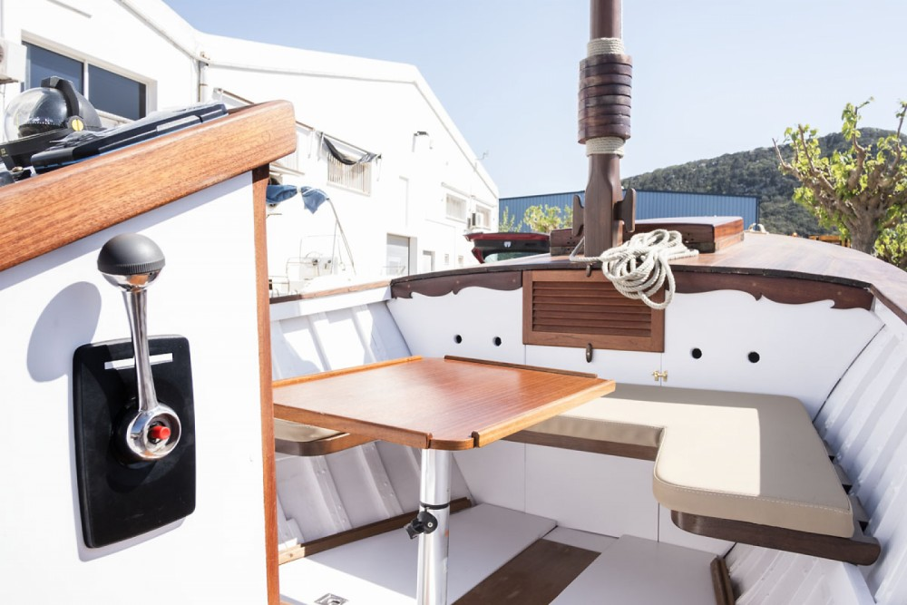 Motor boat for rent Es Mercadal at the best price