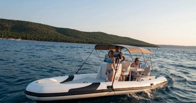 Schlauchboot mit oder ohne Skipper Vento mieten in Split