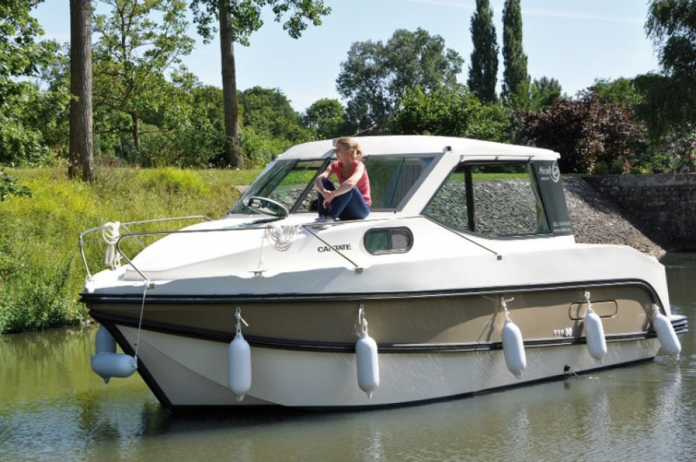 Boat rental Nicols Primo in Sablé-sur-Sarthe on Samboat