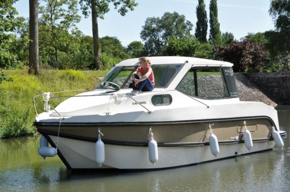 Location bateau Sablé-sur-Sarthe pas cher Primo