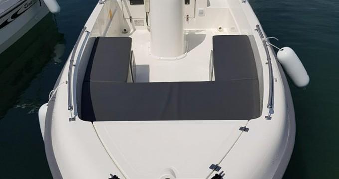 Louer Bateau à moteur avec ou sans skipper Karel à Saint-Raphaël