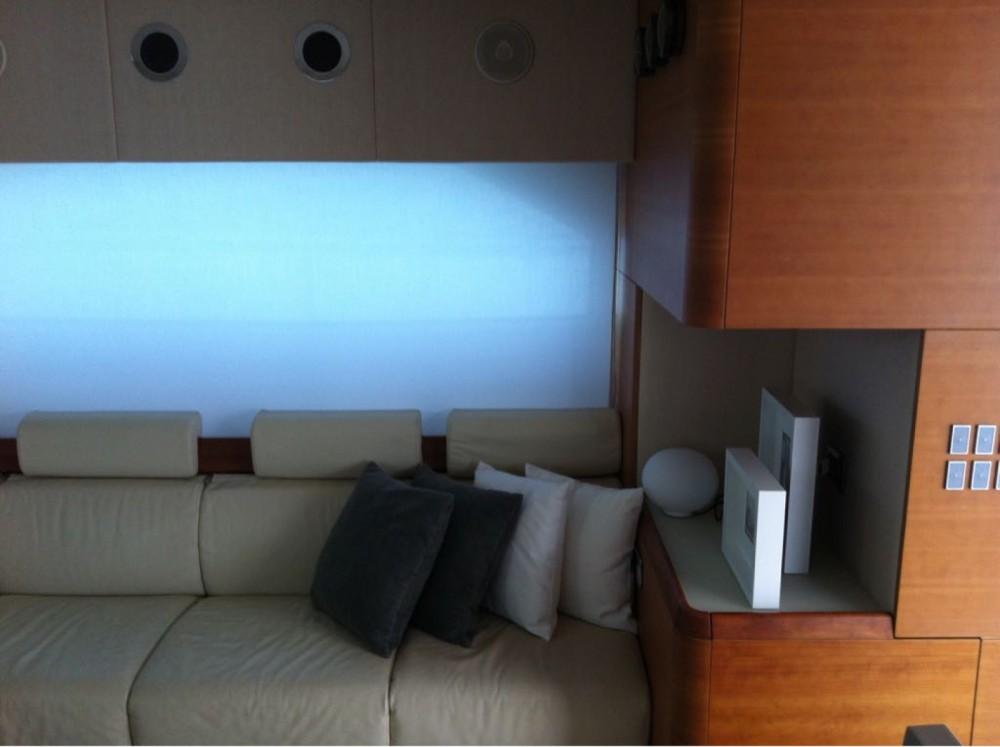 Location bateau Aicon 64 FLY à Furnari sur Samboat