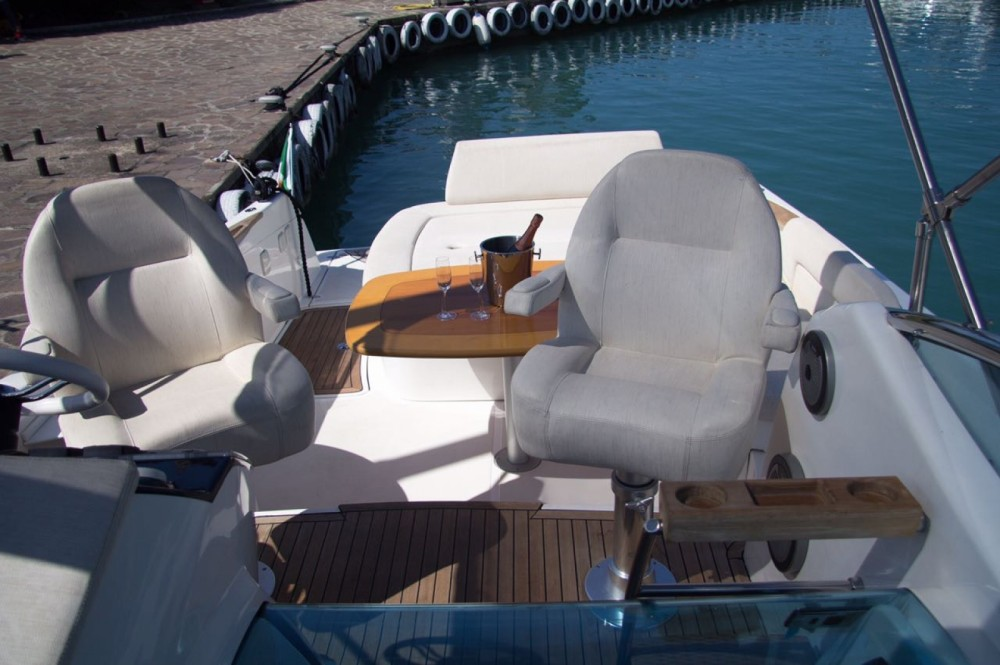 Location bateau Rio Rio 32 BLU à Moniga del Garda sur Samboat