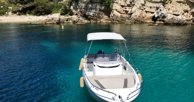 Location bateau Jeanneau Cap Camarat 6.5 CC Serie 2 à Antibes sur Samboat