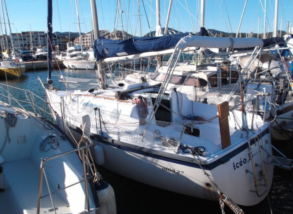 Sailboat for rent Gassin at the best price