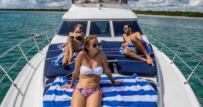 Bateau à moteur à louer à Puerto Aventuras au meilleur prix