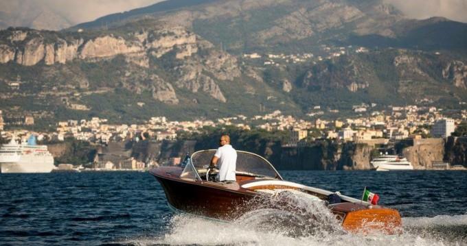 Bateau à moteur à louer à Sorrento au meilleur prix
