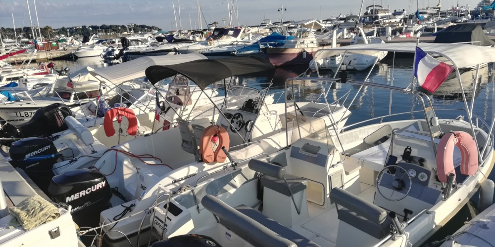 Boat rental Antibes cheap Activ 535 Open