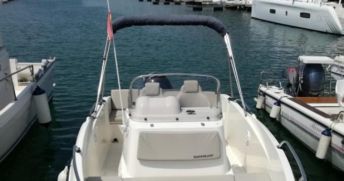 Louer Bateau à moteur avec ou sans skipper Quicksilver à Port Ginesta