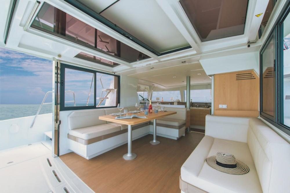 Catamaran à louer à Arona au meilleur prix