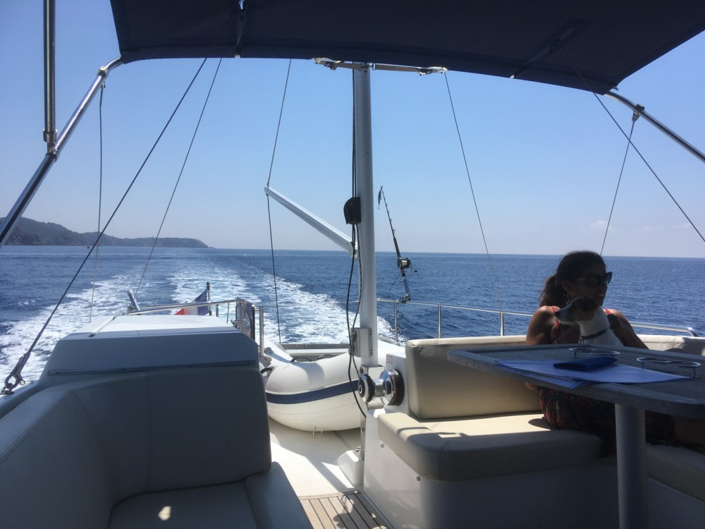 Location bateau Saint-Mandrier-sur-Mer pas cher Swift Trawler 44