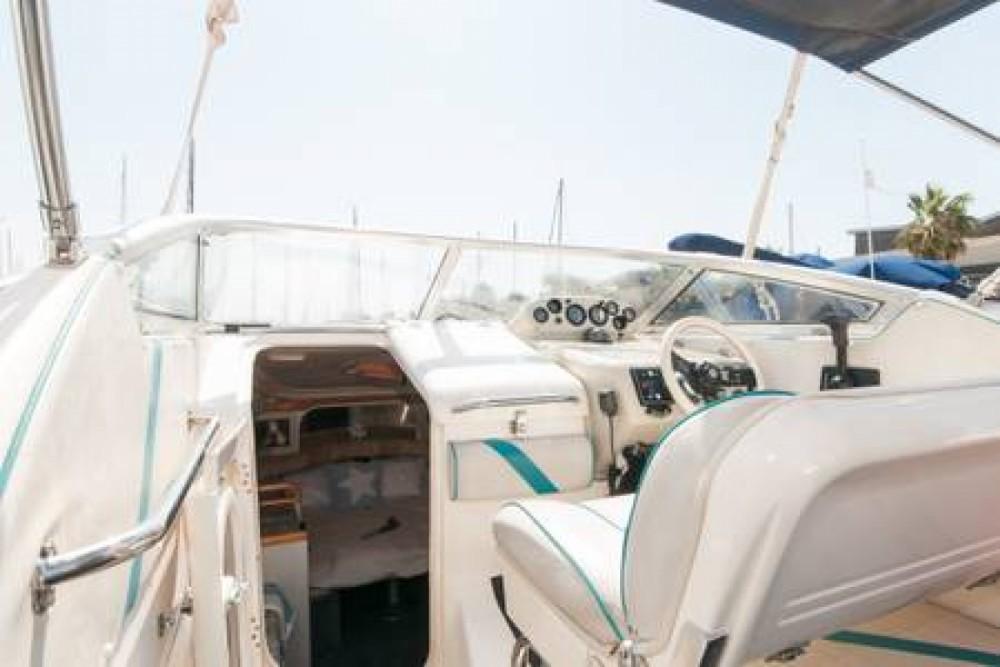 Louer Bateau à moteur avec ou sans skipper Sealine à Port Fòrum Sant Adrià