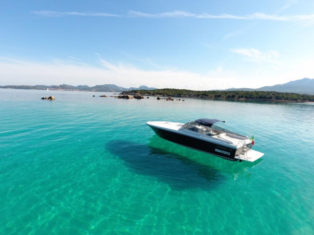 Louer Bateau à moteur avec ou sans skipper Itama à Porto Rotondo
