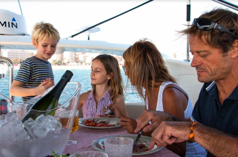Louer Bateau à moteur avec ou sans skipper Absolute Yachts à Barcelone