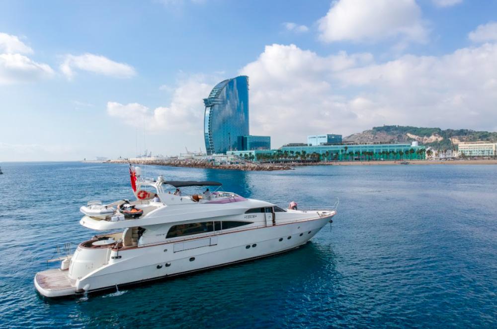 Location bateau Barcelone pas cher Mochi Craft