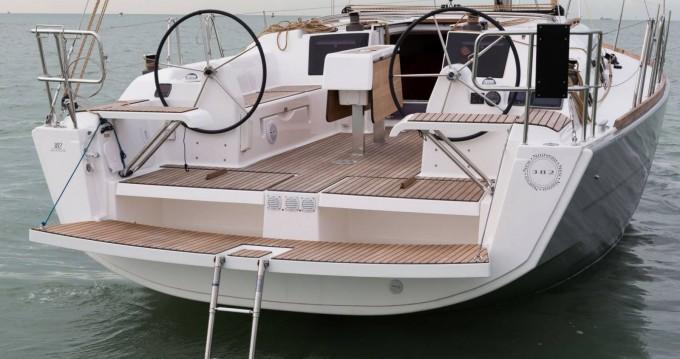 Location bateau Porquerolles pas cher Dufour 382 Grand Large