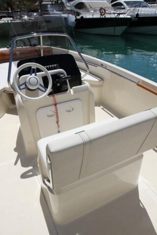 Location yacht à Saint-Laurent-du-Var - Invictus  190 FX sur SamBoat