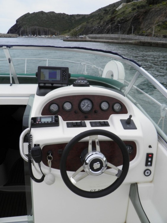 Louer Bateau à moteur avec ou sans skipper Jeanneau à Portbou