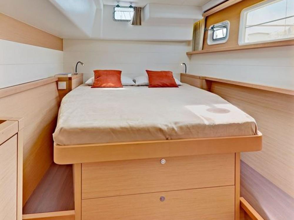 Catamaran à louer à Μαρίνα Αλίμου au meilleur prix