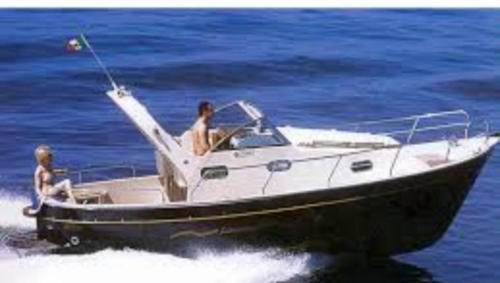 Louer Bateau à moteur avec ou sans skipper Mimi à Monte di Procida
