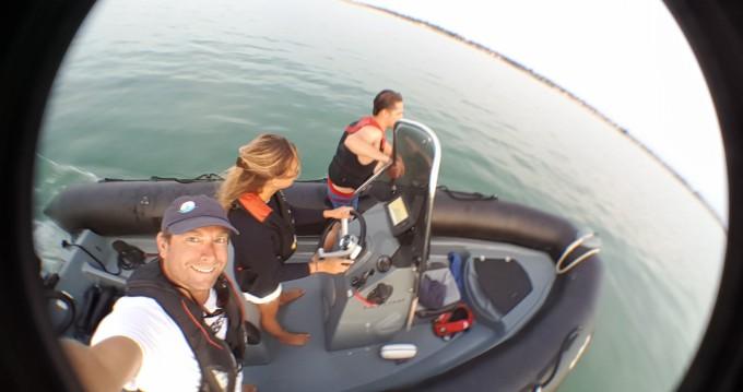 Location yacht à La Flotte - Bombard Explorer 600 sur SamBoat