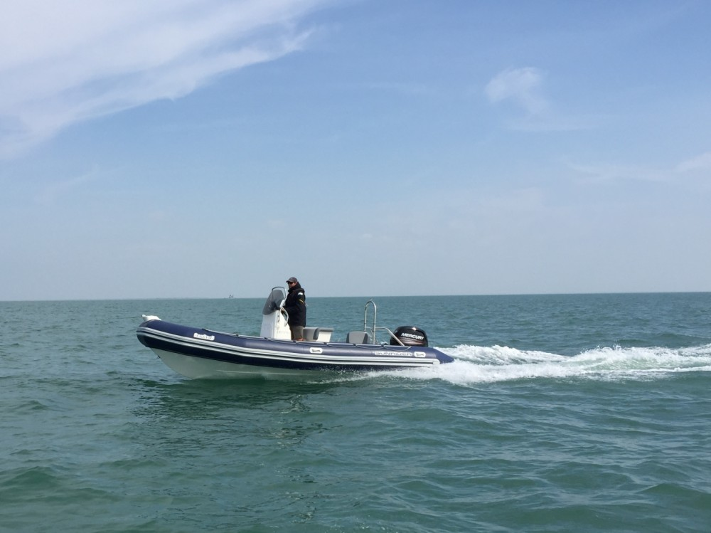 Bombard Sunrider 650 entre particuliers et professionnel à La Flotte