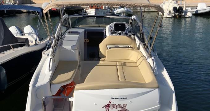 Louer Bateau à moteur avec ou sans skipper Bénéteau à Santa Eulària des Riu