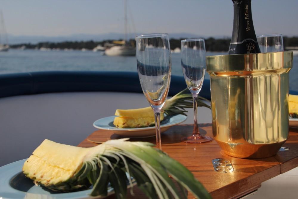 Location bateau Abbate GB 750 E.F.B. à Cannes sur Samboat