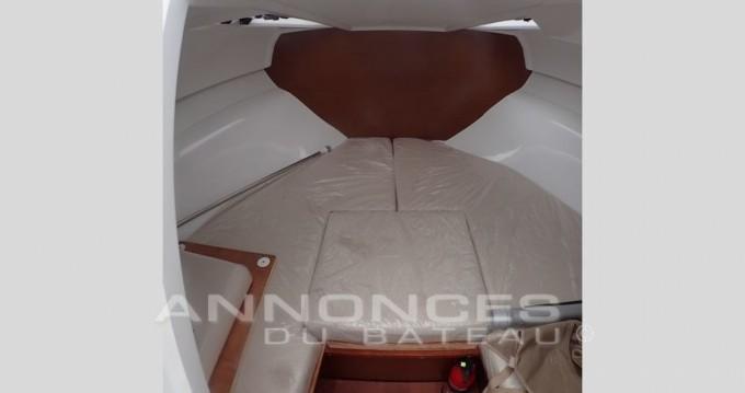 Louer Bateau à moteur avec ou sans skipper Jeanneau à Hyères