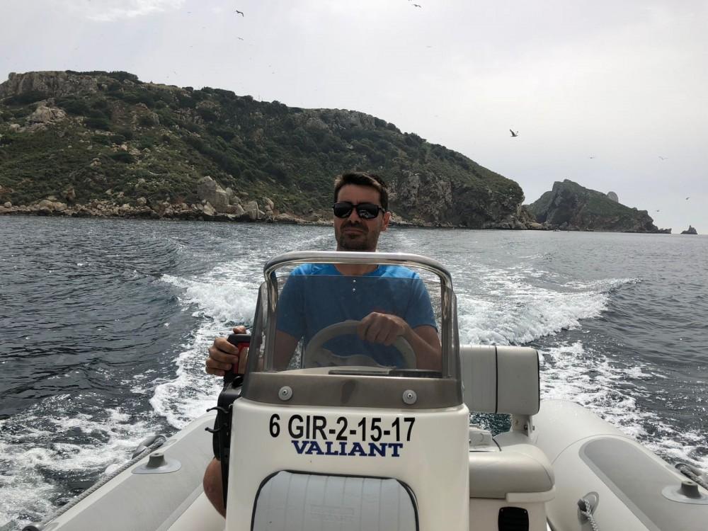 Louer Semi-rigide avec ou sans skipper Valiant à Torroella de Montgrí