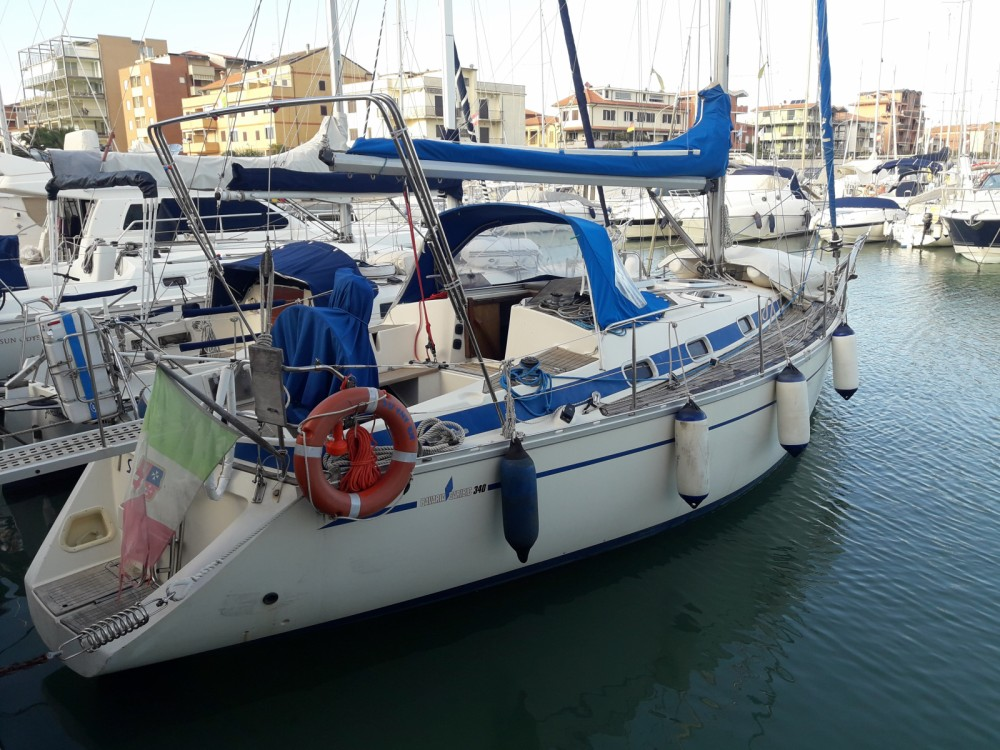 Boat rental Bavaria Bavaria 340 Caribic in Marina di Grosseto on Samboat