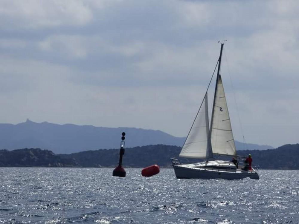 Noleggio barche Stintino economico First 285