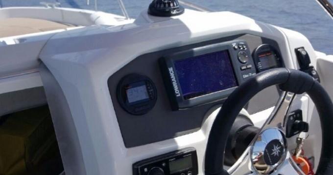 Louer Bateau à moteur avec ou sans skipper Jeanneau à Marina Botafoch