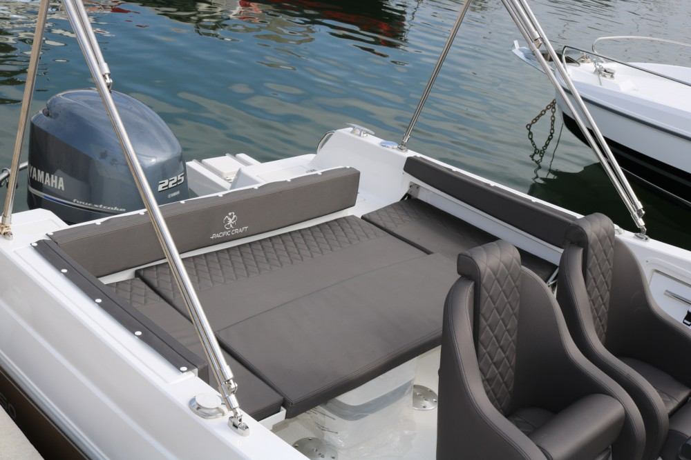 Rental Motor boat in Hyères - Pacific Craft North Shore