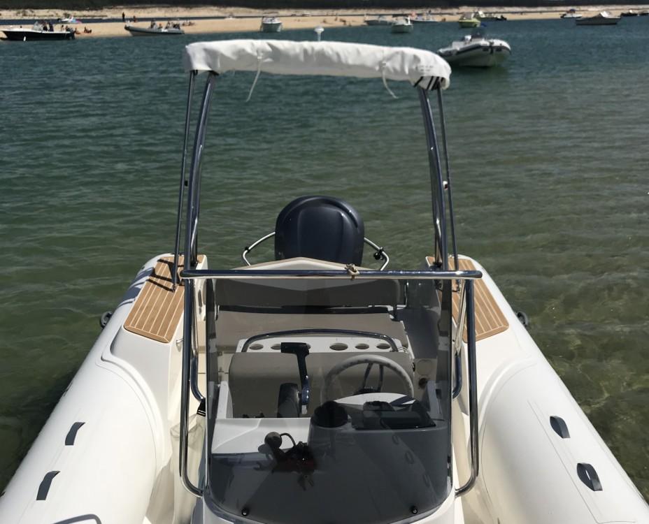 Verhuur Rubberboot Capelli met vaarbewijs