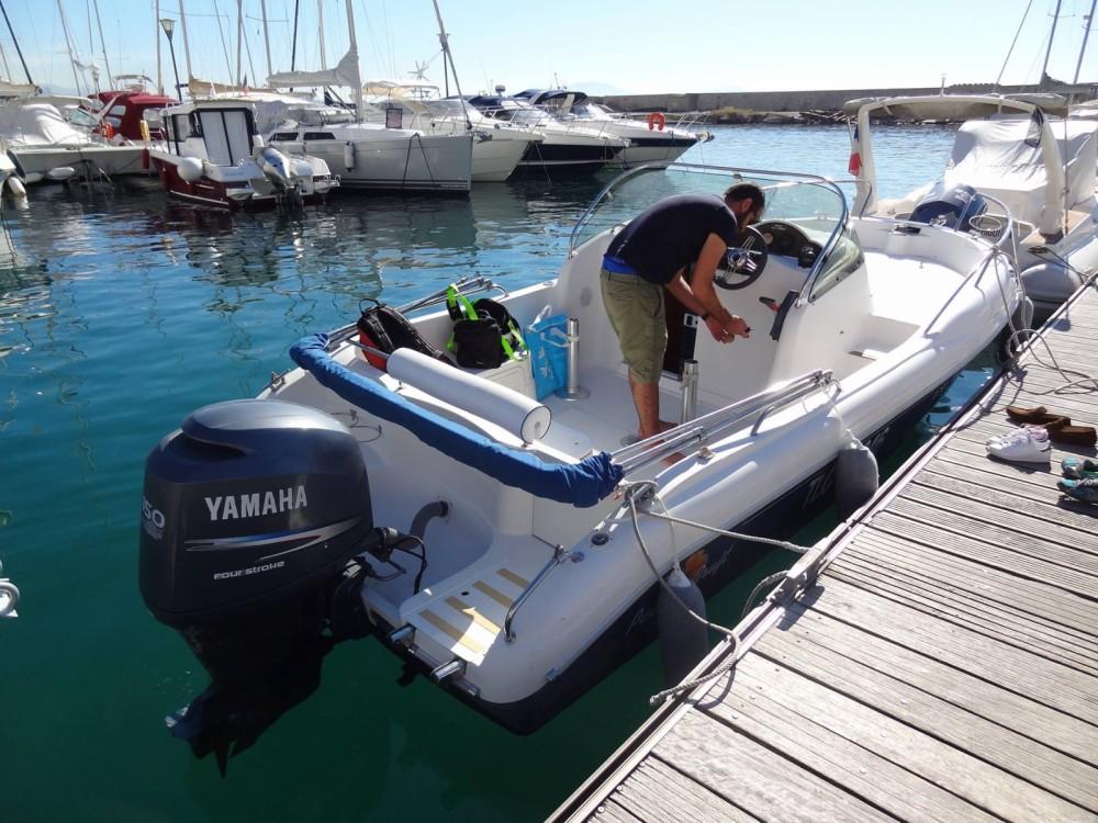 Pacific Craft Pacific Craft 650 WA zwischen Privatpersonen und professionellem Anbieter Marseille