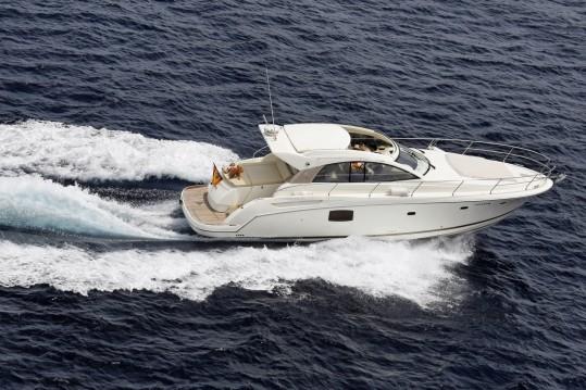 Louer Bateau à moteur avec ou sans skipper Jeanneau à Sotogrande