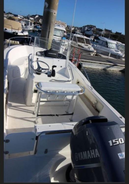 Location Bateau à moteur White Shark avec permis