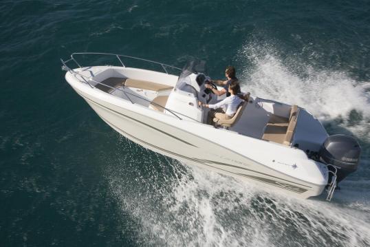 Location bateau Gassin pas cher Cap Camarat 6.5 CC