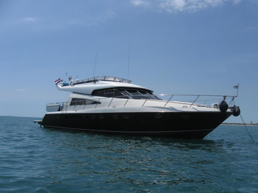 Location bateau La Grande-Motte pas cher Johnson 65