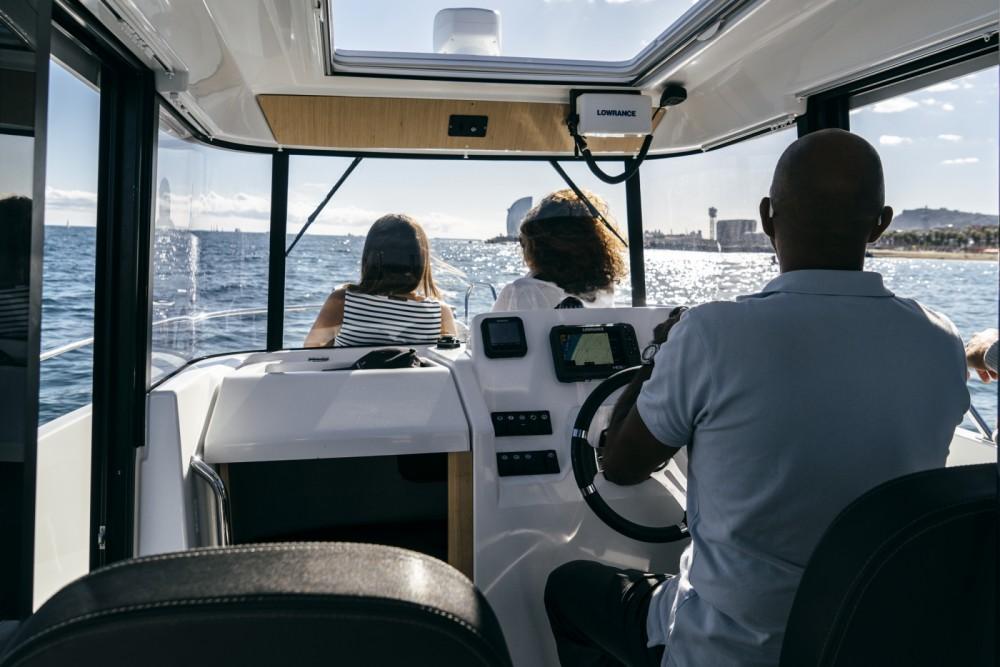Louer Bateau à moteur avec ou sans skipper Bénéteau à Port Olímpic