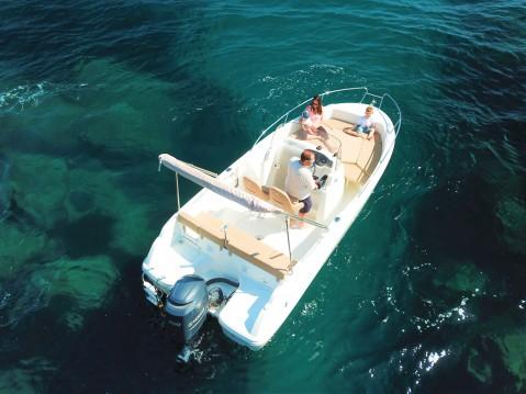 Location bateau Saint-Raphaël pas cher Cap Camarat 6.5 CC