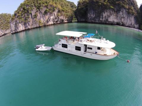 Location Bateau à moteur Coastal Cruiser avec permis